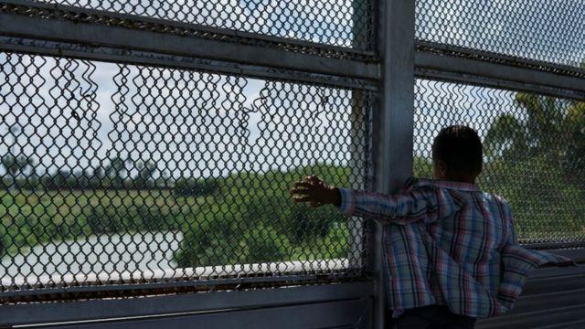 Las condiciones son especialmente duras para los niños en los campamentos fronterizos.