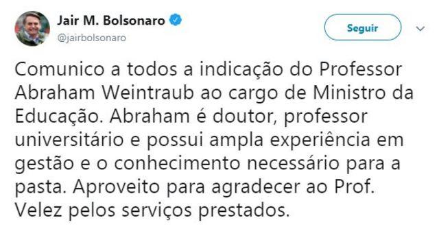Tuíte de Bolsonaro confirma saída de Vélez e entrada de Abraham Weintraub