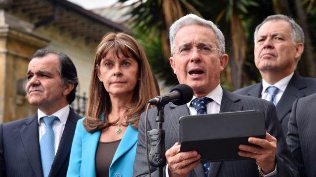 El expresidente Álvaro Uribe y otros dirigentes del partido Centro Democrático.