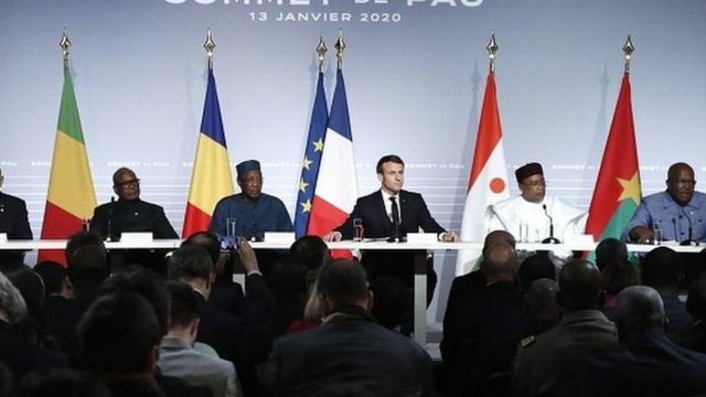 Emmanuel Macron et ses homologues africains, Mahamadou Issoufou (Niger) ,Idriss Déby (Tchad), Roch Marc Christian Kaboré (Burkina), Ibrahim Boubacar Keïta (Mali) et Mohamed Ould Cheikh El Ghazouani (Mauritanie) à Pau.