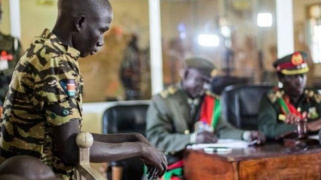 جندي من جنوب السودان في جلسة المحكمة
