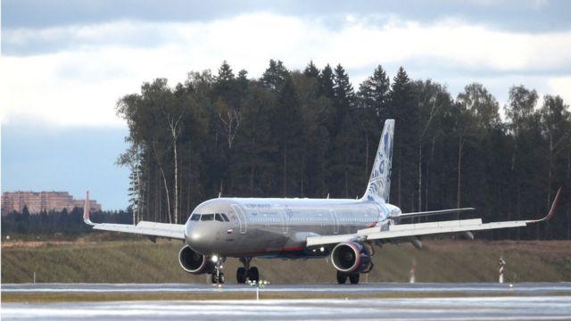 самолет Airbus A321 на открытии полосы