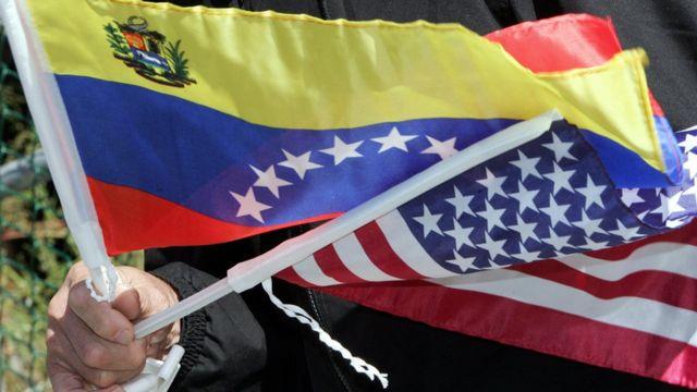 Banderas de Venezuela y Estados Unidos,