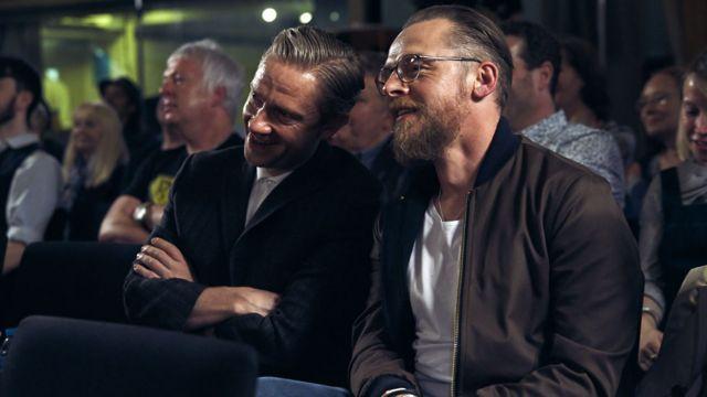 Os atores britânicos Martin Freeman e Simon Pegg na plateia do programa