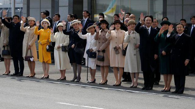 Hoàng gia Nhật và Thủ tướng Nhật tiễn Nhật hoàng Akihito và Hoàng hậu Michiko thăm Việt Nam hôm 28/2.