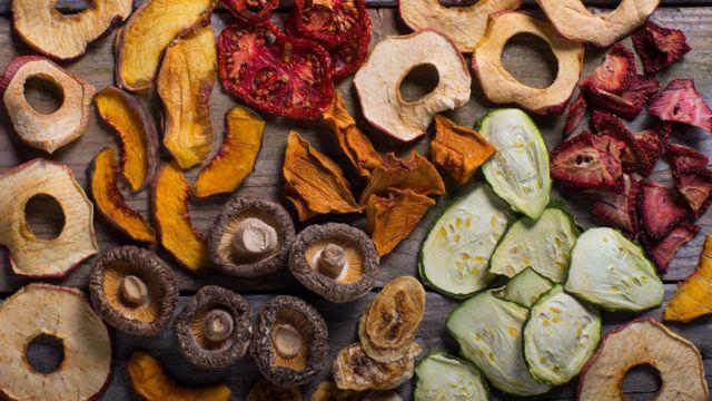 Консервація, заморозка чи сушіння: як грамотно запасати овочі та фрукти на зиму