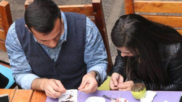 Elmaya karanfil bezeyen Diyarbakırlılar