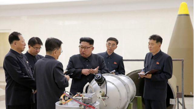 เกาหลีเหนือเดินหน้าพัฒนาอาวุธอย่างต่อเนื่องในปีนี้ ทั้งการยิงทดสอบขีปนาวุธและระเบิดนิวเคลียร์