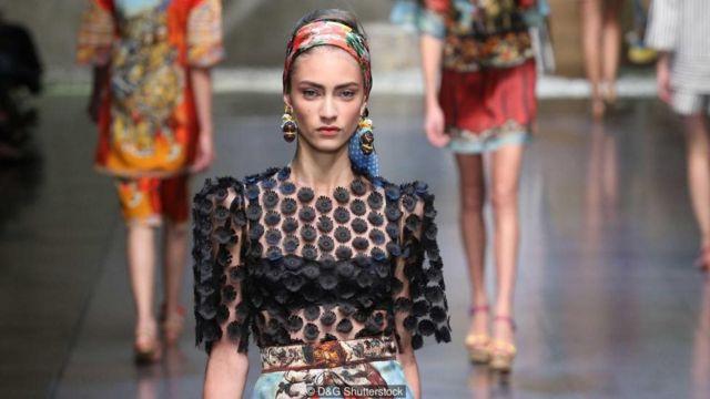 नए फ़ैशन में मॉडल्स