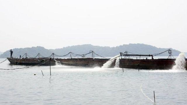 El SS Sagaing antes de su reflotación