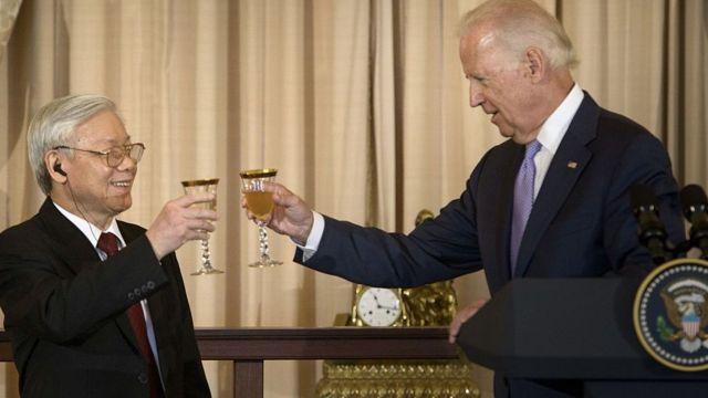 Chủ tịch nước - Tổng Bí thư Nguyễn Phú Trọng và Tổng thống đắc cử Joe Biden
