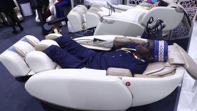 Man sidon inside bodi massage chair