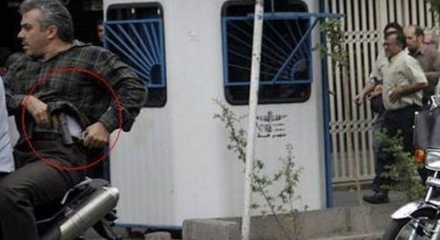 حسن میرکاظمی در جریان اعتراضات سال ۱۳۸۸ به دلیل انتشار گسترده همین عکس در شبکههای اجتماعی بر سر زبانها افتاد