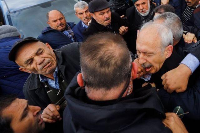 Osman Sarıgün, Kemal Kılıçdaroğlu'na yumruk atarken