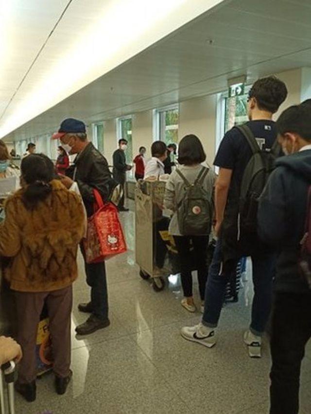 Chốt kiểm dịch y tế tại sân bay Tân Sơn Nhất