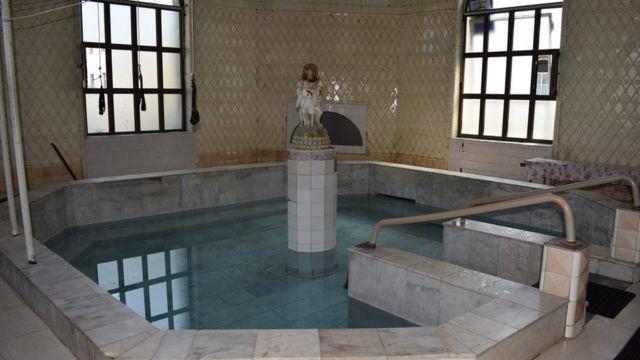 Ванна в здании Шестого источника
