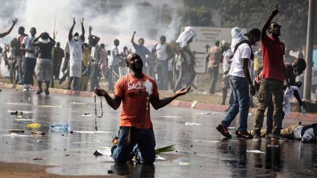 Un manifestant de l'opposition après l'annonce des résultats.