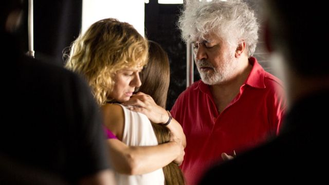 Pedro Almodóvar con Emma Suárez como Julieta