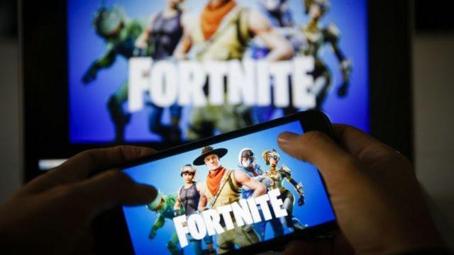 Fortnite y una consola móvil