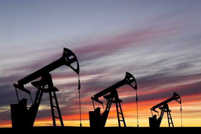 قیمت هر بشکه نفت برنت امروز به ۷۴ دلار و ۴۸ سنت رسید که هر چند نسبت به دیروز افت داشت اما در هفتههای اخیر قیمت این کالا بالا رفته است