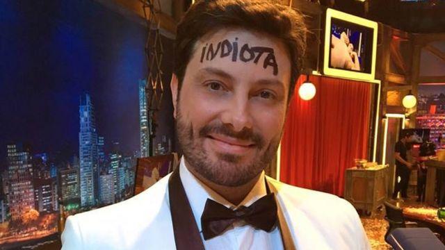 Danilo Gentili no set de seu programa no SBT