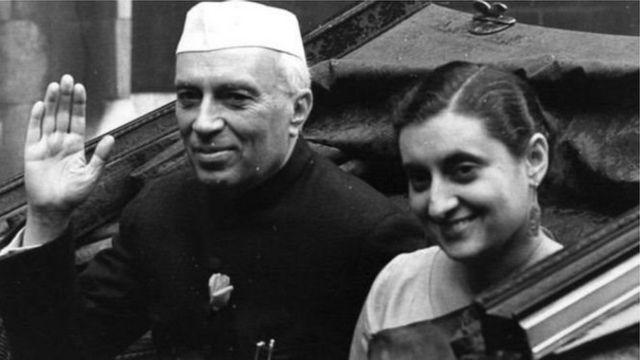 જવાહરલાલ નેહરુ અને ઈંદિરા ગાંધીનો ફોટોગ્રાફ