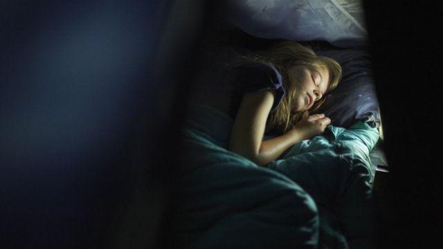 Joven durmiendo