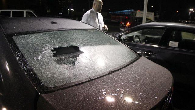 سيارة مهشمة في احتجاجات بورتلاند