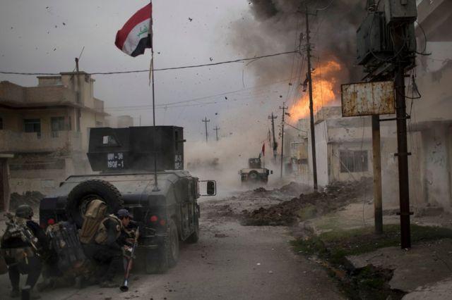 سيارة مفخخة تنفجر بالقرب من مركبات للقوات العراقية الخاصة في الموصل (2016)