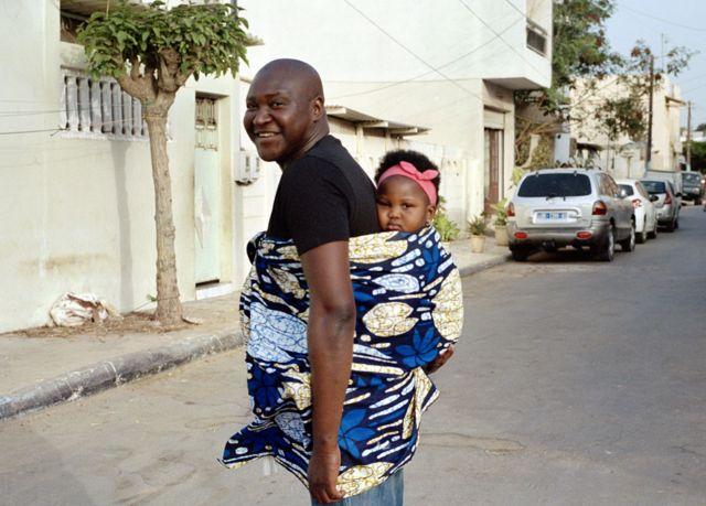 Jules et Jade à zone B, un quartier central de Dakar, au Sénégal.
