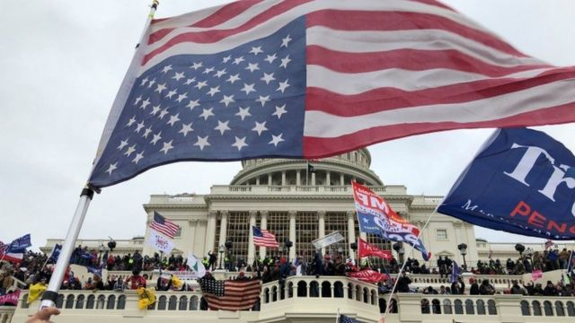 支持特朗普的抗议者闯入国会大厦(Credit: Reuters)