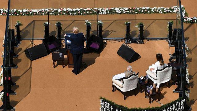 Donald Trump India Visit LIVE: அமெரிக்க அதிபர் டிரம்ப் இந்திய வருகை: 'நமஸ்தே டிரம்ப்' மோதி கூறிய பெயர் காரணம்