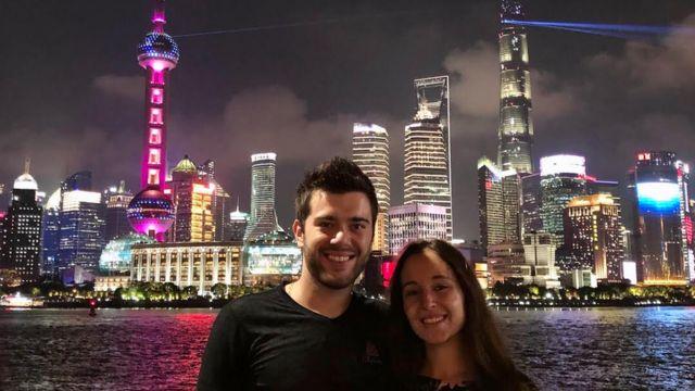 Bruno Locatelli com a namorada, em foto durante viagem