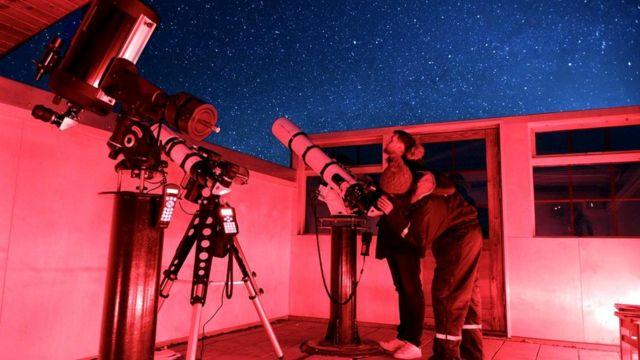В обсерватории, расположенной на территории гостиницы, установлены два из самых мощных телескопов Исландии