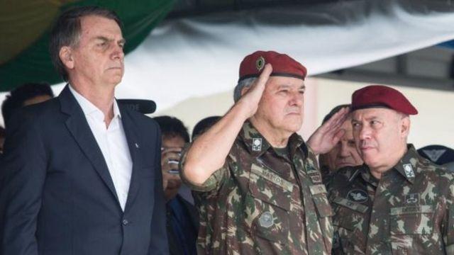 رئيس البرازيل: جائير بولسونارو الذي يعتبر دونالد ترامب مثلا أعلى يتسلم مهام  منصبه - BBC News عربي