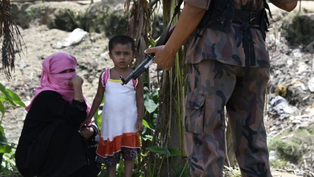 Бангладешская полиция намерена перевести всех беженцев в охраняемые палаточные лагеря неподалеку от границы с Мьянмой