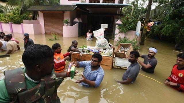 ရေကြီးရေလျှံမှုတွေ ကြုံနေခဲ့ရ