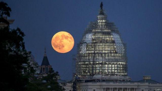 Luna en el Capitolio