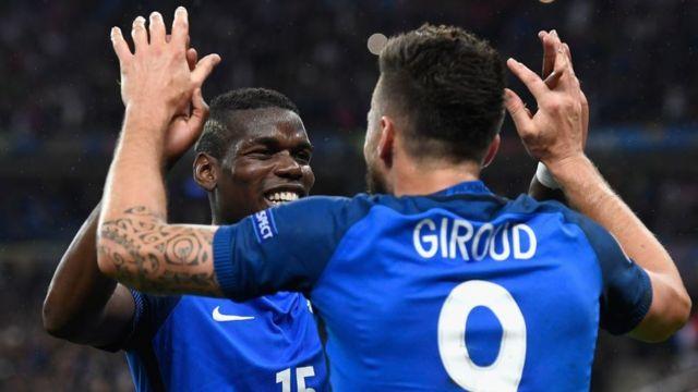 Франция ликует после победы своих футболистов над сборной Исландии