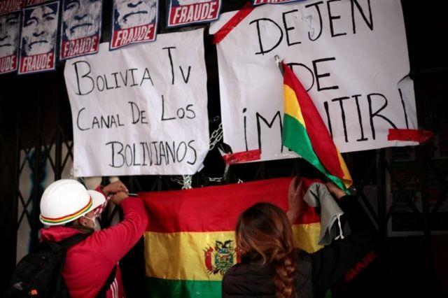 Protesta en la sede de Bolivia TV yRadio Patria Nueva