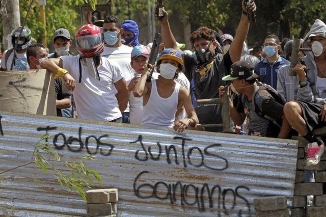 Estudiantes en una barricada en Nicaragua