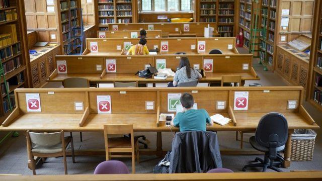 библиотека и студенты