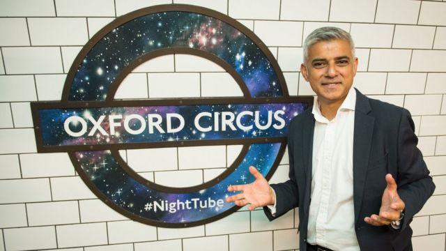 Садик Хан в метро Лондона