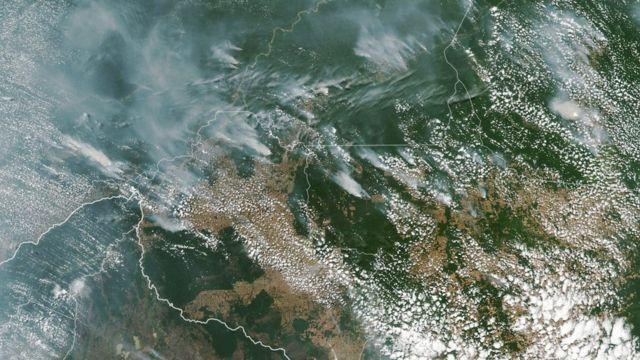 Imagen satelital de la NASA de los incendios en los estados brasileños de Amazonas, Pará, Rondonia y Mato Groso, del 13 de agosto.
