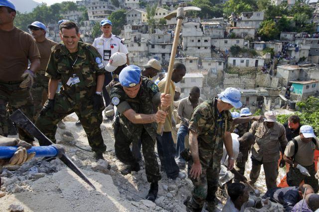 Carlos Alberto Dos Santos Cruz em missão no Haiti