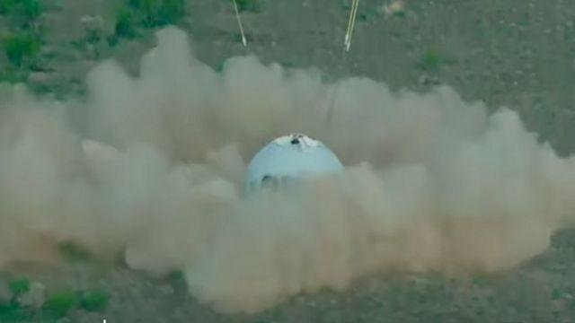 El momento en que la cápsula aterrizó en el desierto del occidente de Texas