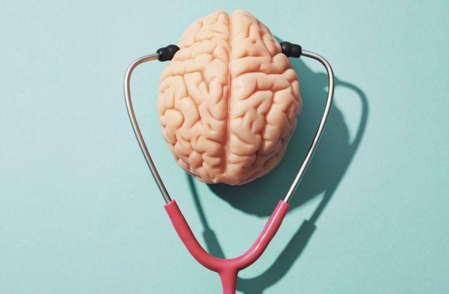 cérebro com estetoscópio