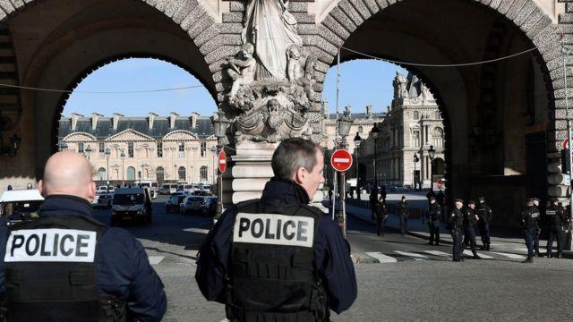 صورة لأفراد أمن فرنسيين