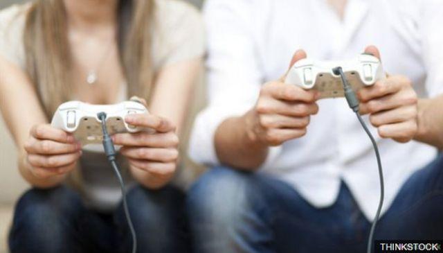 คนเล่นเกม2คน