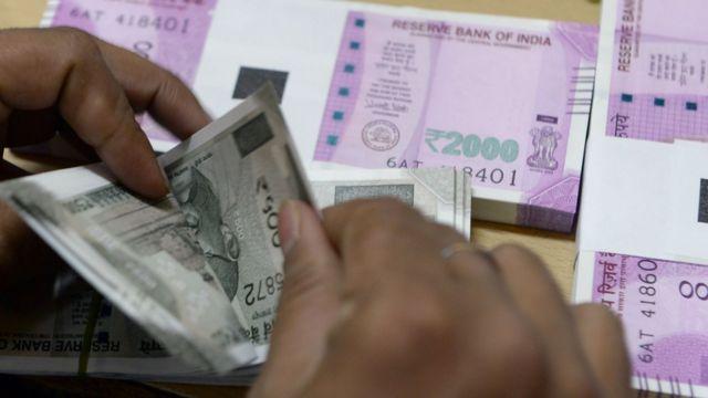 पांच सौ और दो हज़ार रुपए के नए नोट.